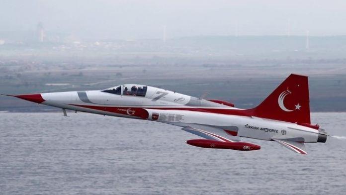 Türk Yıldızları Şehitlerin İsmini Uçaklara Yazdı