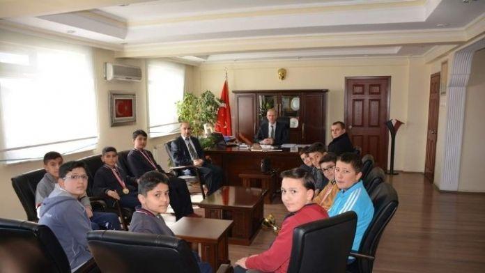 Satranç Şampiyonlarından Yozgat Milli Eğitim Müdürü'ne Ziyaret