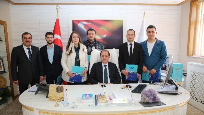 Bayburt Üniversitesi Mühendislik Fakültesi Başarılı Öğrencileri Ödüllendirildi