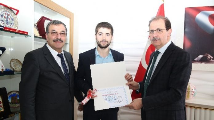 Bayburt Üniversitesi AR-GE Yarışmasında Üçüncü Oldu