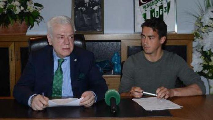 Bursaspor, Emirhan'la 5 yıllık profesyonel sözleşme imzaladı