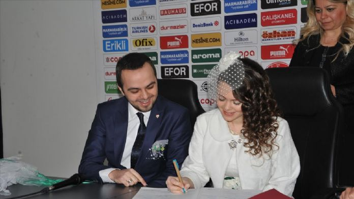 Bursaspor'un yeni stadında nikah töreni