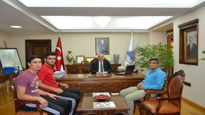 Kick Boksculardan Rektör Prof. Dr. Gönüllü'ye Ziyaret