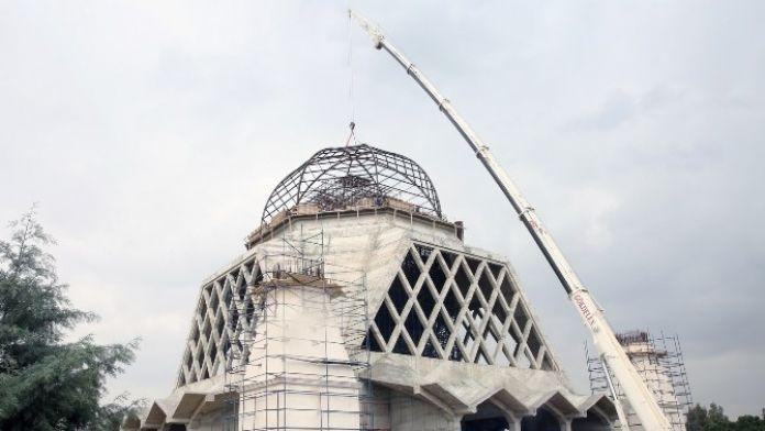 ÇÜ 57. Alay Şehitleri Camii'nin Kubbesi Yerine Yerleştirildi