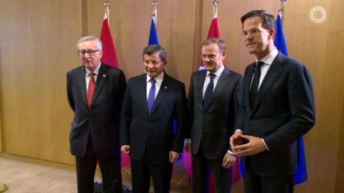 Davutoğlu, Tusk, Juncker ve Rutte ile kahvaltı yaptı