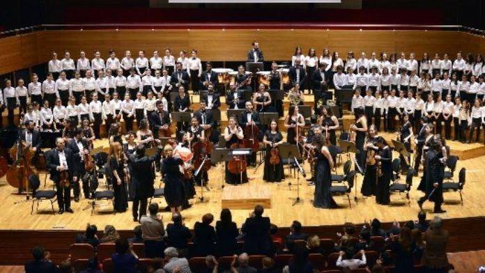 Çakabey Çocuk Korosu Ve Olten Flormoni'den Müzik Ziyafeti