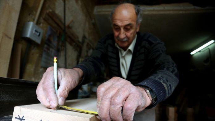 Batı Şeria'nın bilardo masaları 77'lik dededen