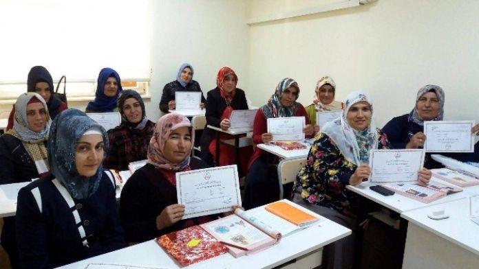 Kadın Kursiyerlerin Okuma Heyecanı