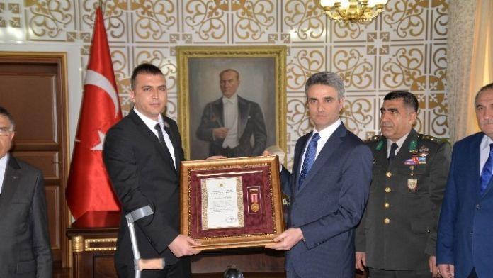 Gazi Piyade Komando Uzman Çavuş Özer'e Devlet Övünç Madalyası Verildi