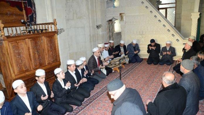 Şehitler İçin Dua Ettiler