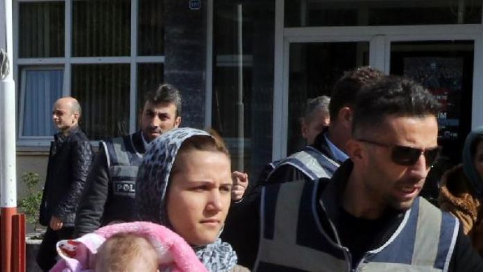 Ev sahibine yakalanan hırsızlık şüphelisi kadınlar tutuklandı