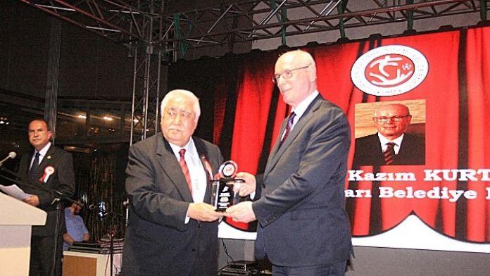Başkan Kurt'a Onursal Ödül