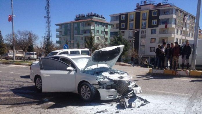 Adıyaman'da İki Otomobil Çarpıştı