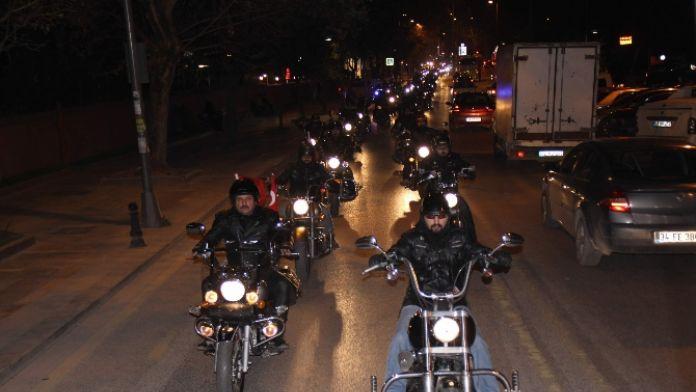 Motosiklet tutkunlarından saygı turu