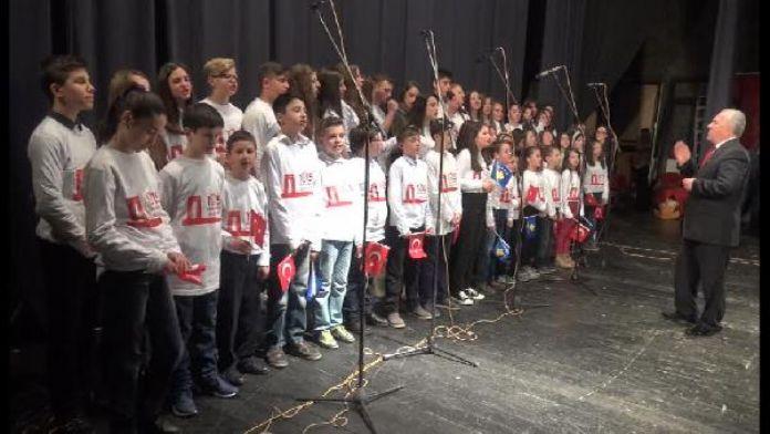 Kosova'da görevli Türk Üsteğmen'in Çanakkale töreninde okuduğu şiir herkesi ağlattı