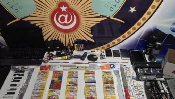 Kredi kartlarını kopyalayan 5 kişi tutuklandı