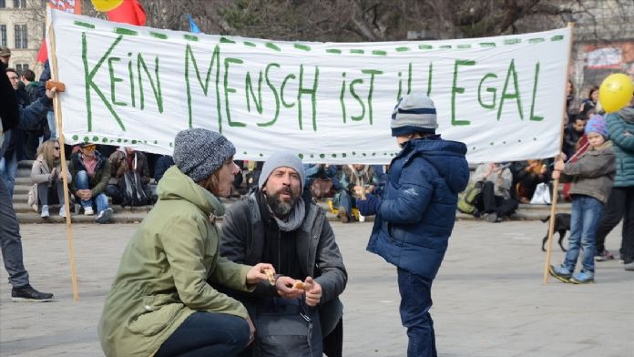 Avusturya'da sığınmacı karşıtı politikaya 'plastik botlu' pro