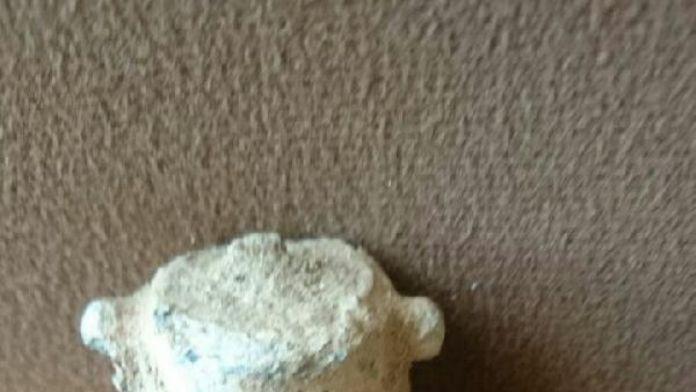 Arazide çalışırken el bombası buldu
