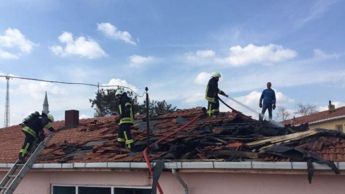 Yangın Okulda Panik Yarattı