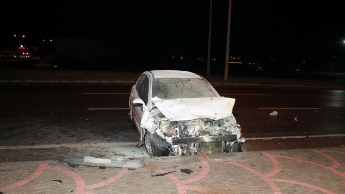 Antalya'da iki otomobil çarpıştı: 1 ölü, 1 yaralı