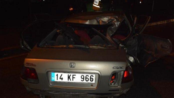 Alkollü sürücü direğe çarptı 1 ölü, 2 yaralı