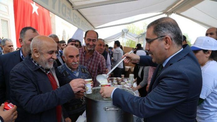 Yüreğir Belediyesi Kırık Buğday Çorbası Dağıttı