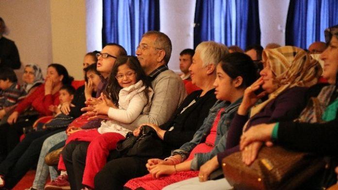 Tarhan: 'Down Sendromlu Çocuklar Negatif Enerjimizi Yok Ediyor'