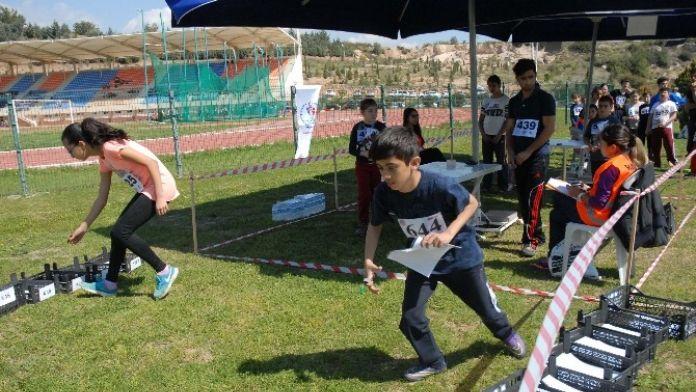 Türkiye'nin İlk Oryantiring Tarih Safarisi Ligi Yarışı MEÜ'de Yapıldı