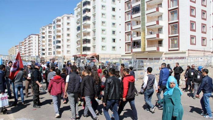 Diyarbakır'da Nevruz alanı dolmaya başladı