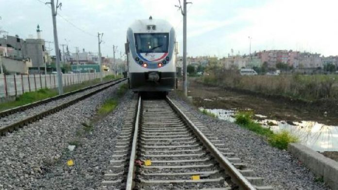 Suriyeli kadın, trenin önüne atlayarak intihar etti