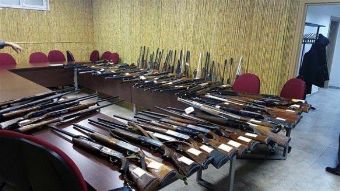 Kaçak avcıların tüfekleri ihaleyle satıldı