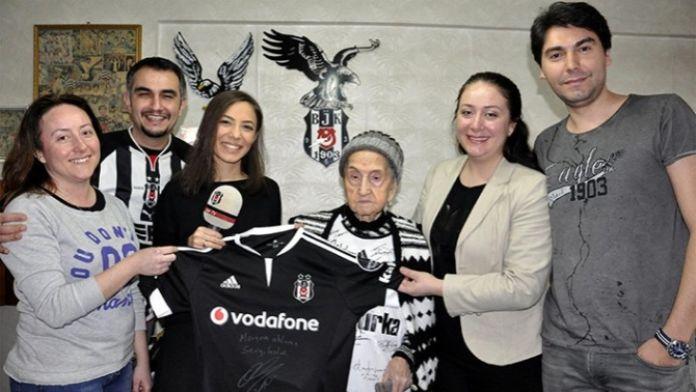 Beşiktaş'tan Meryem Nineye jest
