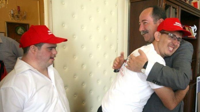 Başkan Gürkan, 'Yeter Ki Yüreğinizde, Beyinlerinizde Engeller Olmasın'