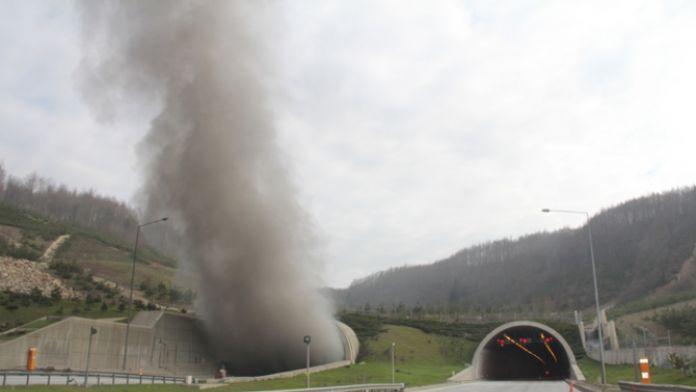 Dumanlar yükseliyor ! Bolu Tüneli trafiğe kapandı