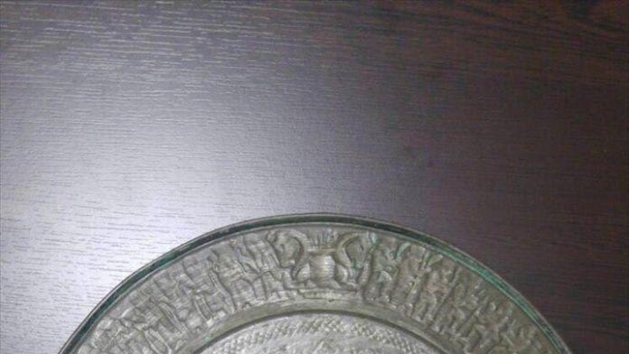 2 bin yıllık metal tabak ele geçirildi