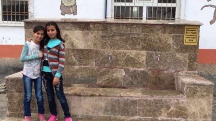 Hayırsever Vatandaş Köy Okuluna Çeşme Yaptırdı