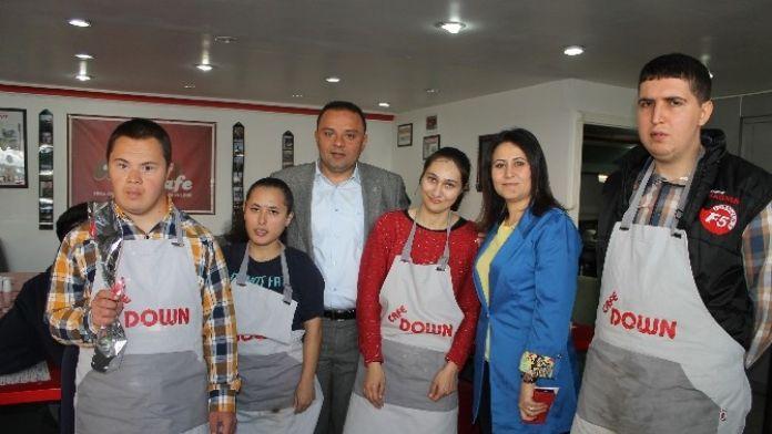AK Parti Heyeti Down Cafe'de
