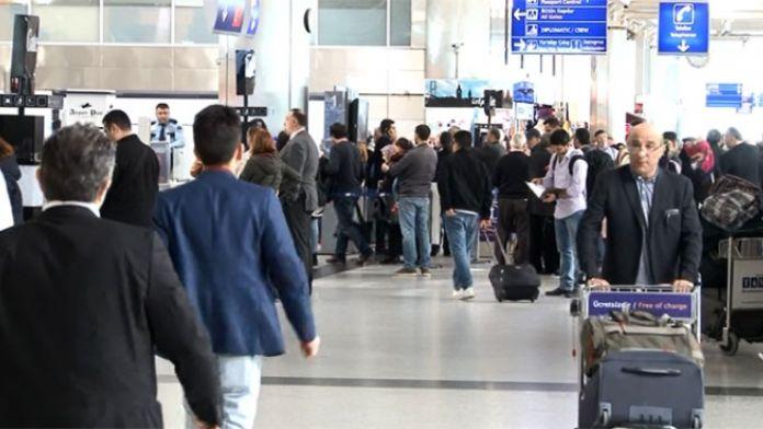 Brüksel yolcuları havalimanında bekliyor