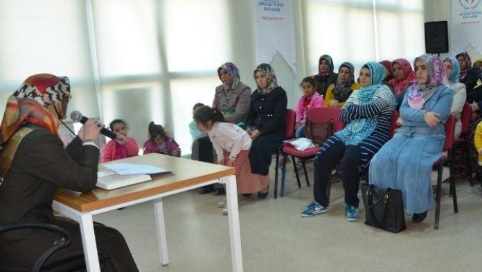 Ailelere Çocuklarını Nasıl Terbiye Edecekleri Anlatıldı
