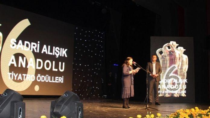 '6. Sadri Alışık Anadolu Tiyatro Oyuncu Ödülleri' Sahiplerini Buldu