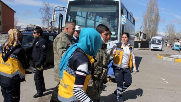 Askeri araç otobüsle çarpıştı: 4'ü asker 6 yaralı