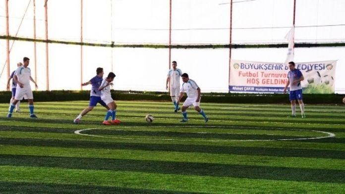 Halı Saha Futbol Turnuvası'nda 4 Takım Gruplardan Çıkmayı Garantiledi