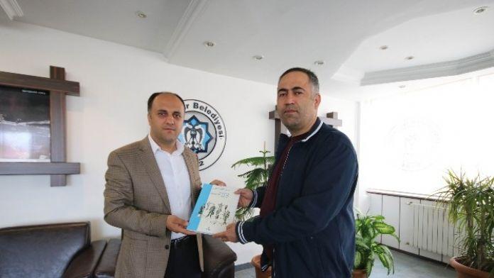 'Yönetim Bilimi' Kitabını Yazan Öğretmen, Özaltun'a Ziyaret