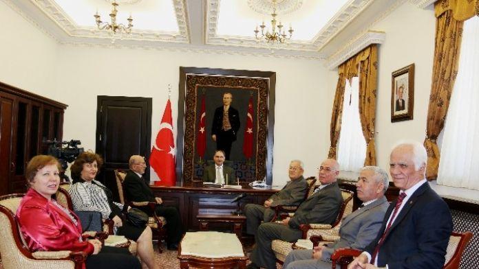 Vali Özkan, Isparta Huzurevi Vakfı Yönetimiyle Biraraya Geldi