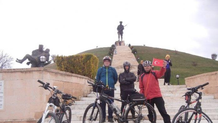 101 Bisikletçi Pedallarını Zaferin '101. Yıl Dönümü' İçin Çevirdi