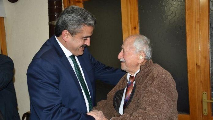 Alıcık, Yaşlılar Haftasında Hüseyin Karasoy'u Evinde Ziyaret Etti