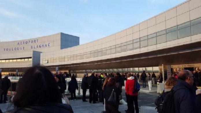 Fransa'da Toulouse Havalimanı güvenlik nedeniyle boşaltıldı