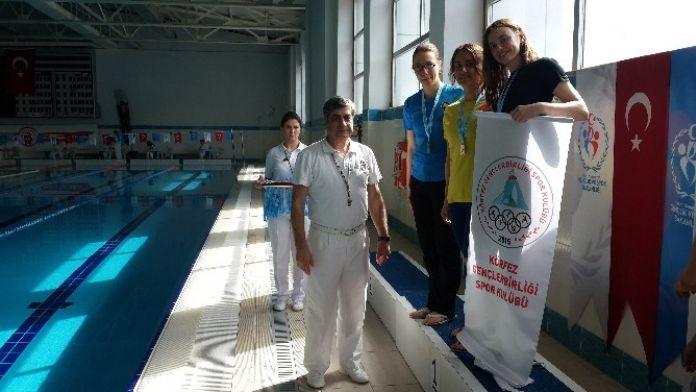 Körfez Belediyesi Sporcuları Kürsüden Ayrılmıyor