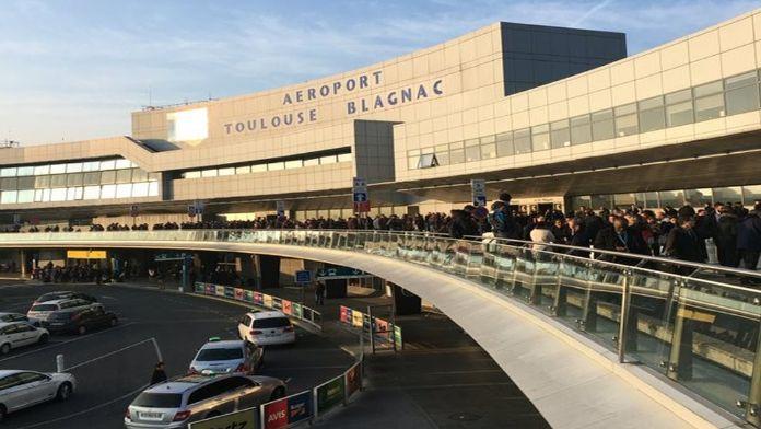 Havalimanı boşaltıldı !
