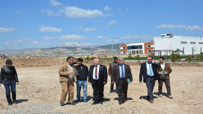Adıyaman Üniversitesi'nde Yeni Kapalı Sahasının İnşaatı Başladı